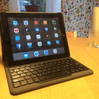 Foto eines iPads mit Bluetooth-Tastatur